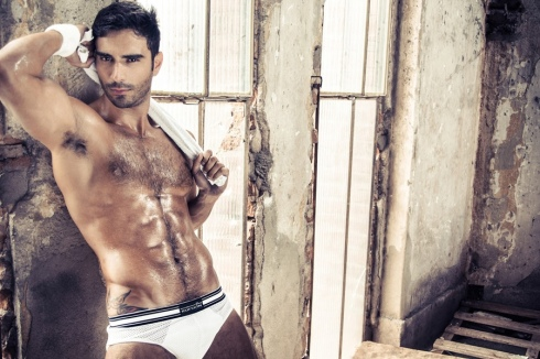 Rodiney Santiago in Revista
