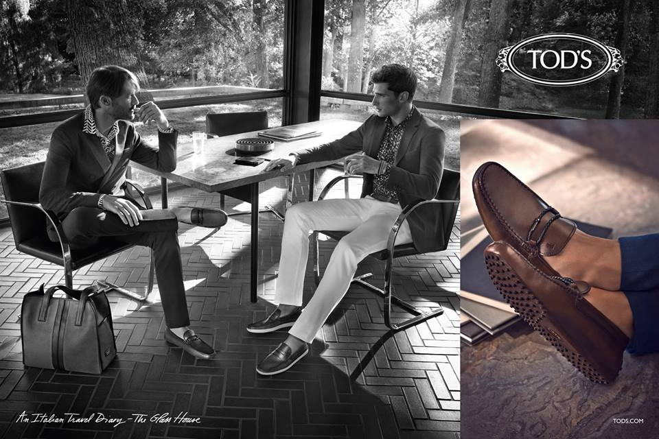 An Italian Travel Diary The unmistakably Italian mark of Tod's becomes a travel experience in style and design. The first stop is the Glass House by Philip Johnson, a masterpiece of refined taste and modernity, the ideal setting for the natural and versatile elegance typical of the Tod's man. Products of sublime quality are the outright protagonists of these images, shown in a context whose starkness enhances each gesture, each combination, each impeccable detail of a style which is an authentic lifestyle, no matter when, no matter where