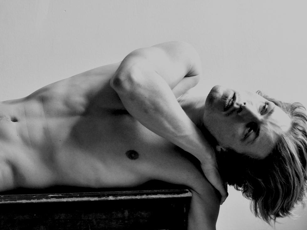 Handsome American model Jonathan Davis teams up with photographer Horacio Hamlet for a splendid portrait series.