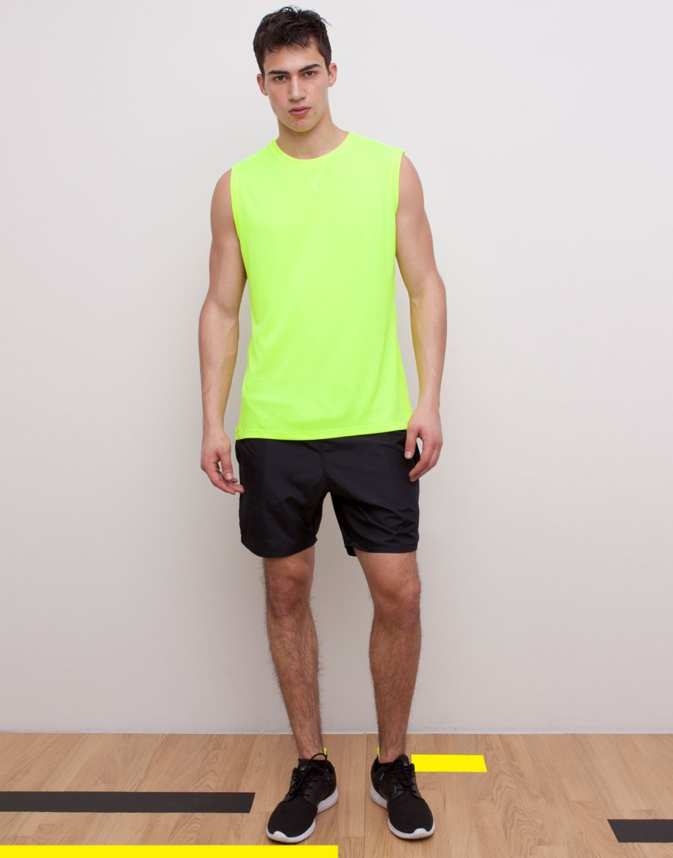 Introducing Pull & Bear Gymwear with Alessio Pozzi modeling comfy t-shirts, cotton pants and shorts all for your dynamic activities.
