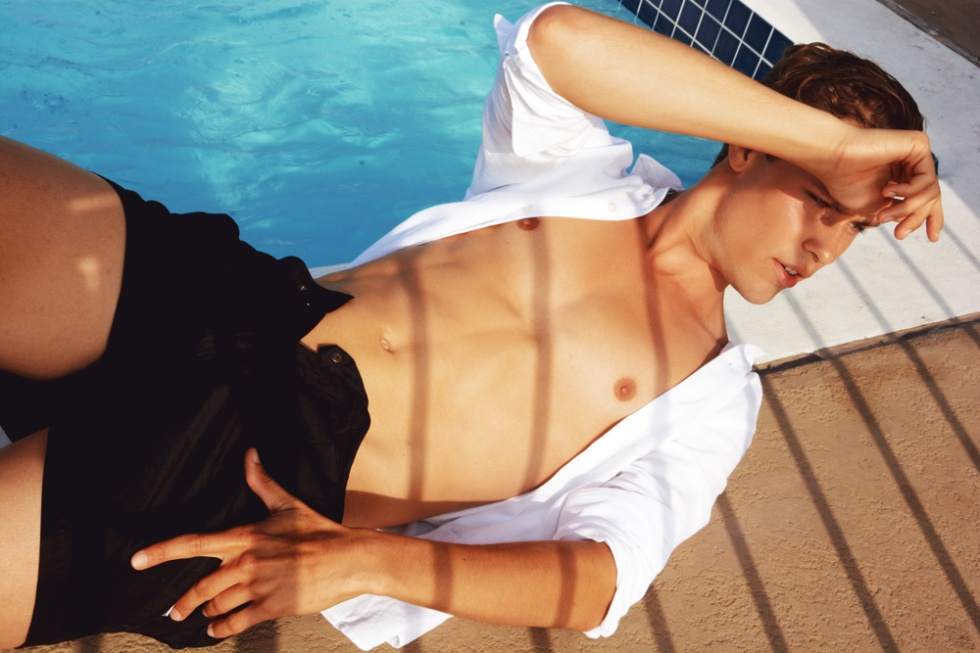 A breathtaking swimming pool shoot at Los Angeles with newcomer Sebastian Lysén by photographer Antonio Cudemo //Totomo.