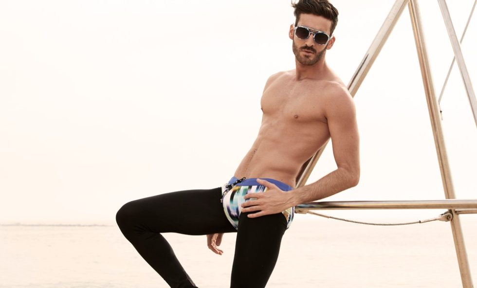 Introducing new work by Fashion Spanish Stylist and celebrity expert Ra Casas with photography by David Santacruz, modeling newcomer Alex Hernández at Uniko Models, grooming by David, shot placed at Barcelona beach. All brands mentioned below. And also click here where we interviewed the stylist expert a few months ago.