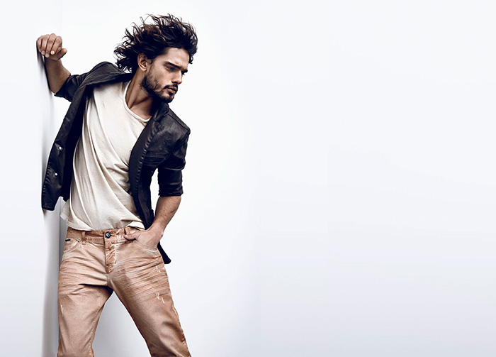 Top model Marlon Teixeira is posing outrageous flawless in the new Fall/Winter 2015 for Osmoze Jeans. Check it out.