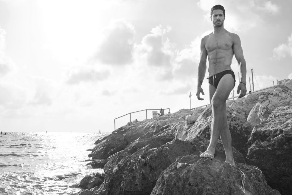 Introducing personal trainer and model at Tel Aviv Alon Reitchuk in a stunning work in black and white by photographer Shai Borochov.