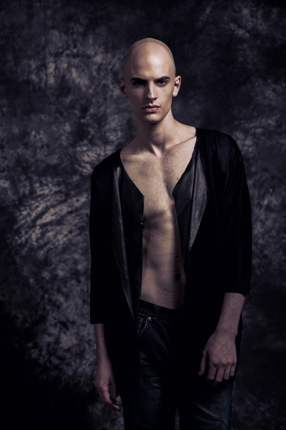 Introducing new face Nathanael Baldwin from Ciotti Models in Toronto photographed by Juan Neira. Charming and enigmatic look that you can not take your eyes off of him.