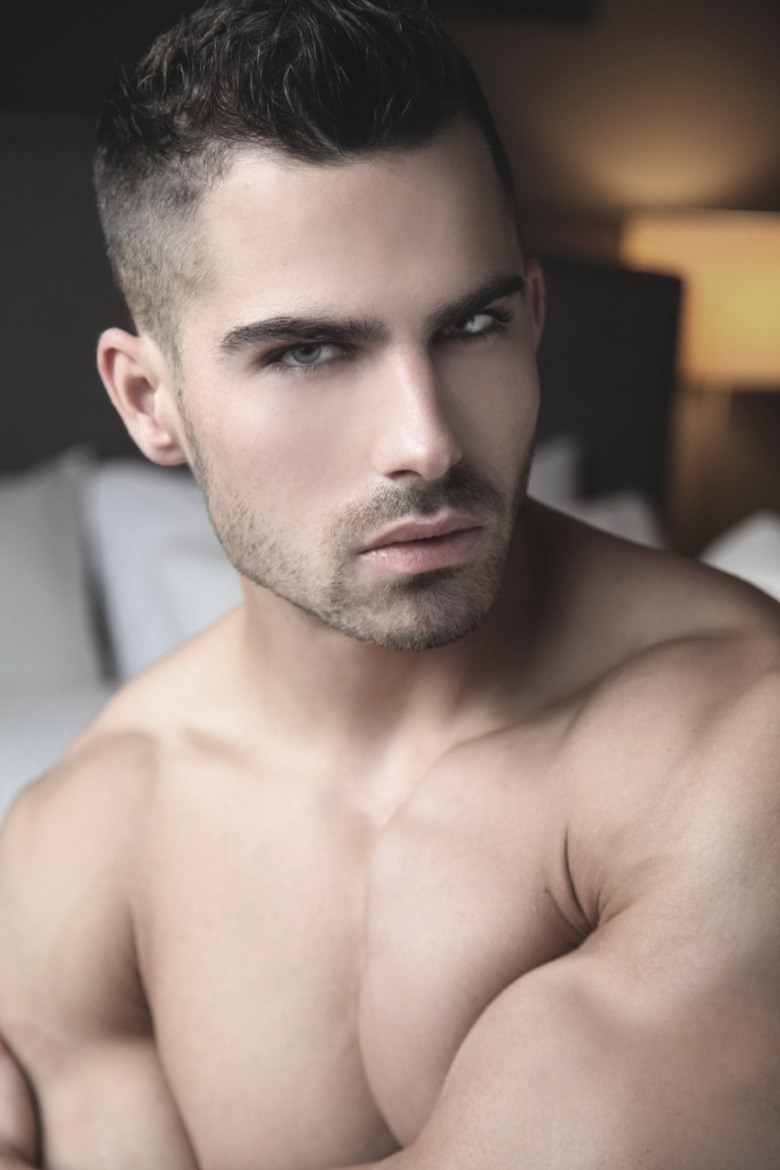 Fitness sensation Roman Khodorov steps in front of the camera of talented Thomas Synnamon. Roman is represented by Andrei Korniv.