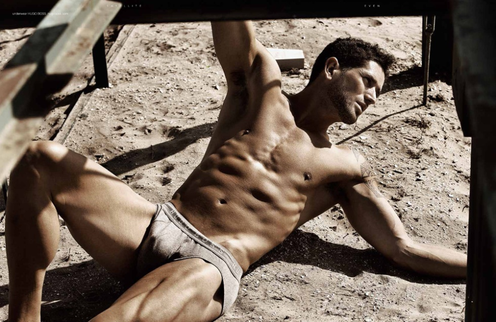 Model Evan Benham in a photography captured by Wander Aguiar.
