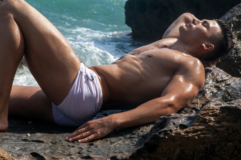 Rest your pupils and relax watching these new pictures by photographer Jose Martinez featuring male model Cristian Mesesan in a beach session at Spain.