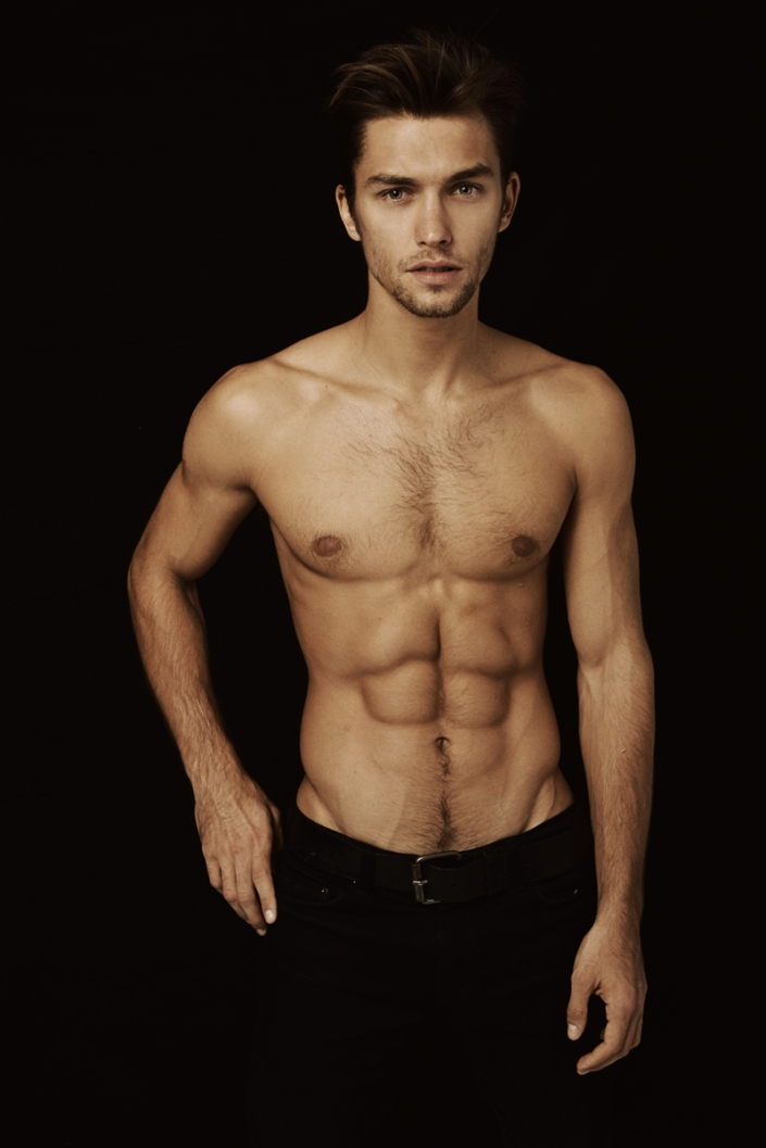 Here it comes Wilhelmina model Lucas Garcez posing shirtless for the lens of Deon Jackson, wow!