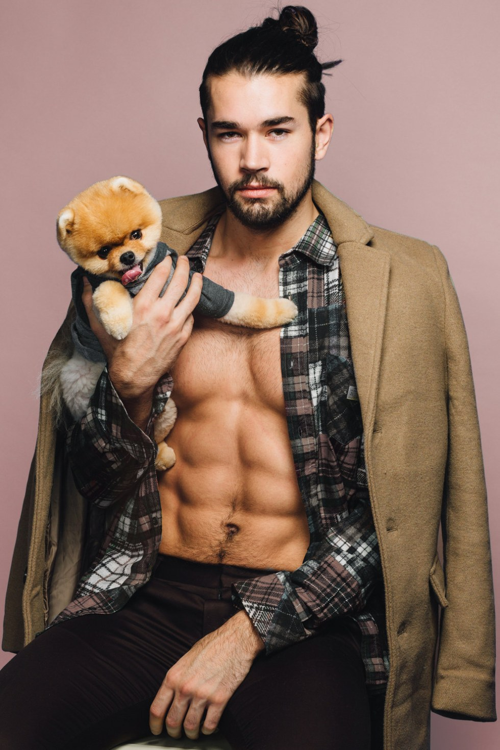 Hello everyone, it's Thursday, and we at BuzzFeed decided that it's imperative we kick your week off to a thirsty start. So please grab a water and prepare your body, because you are in for a sweet, sweet treat. Please enjoy these gratuitous photos of hot men and Jiff the Pomeranian