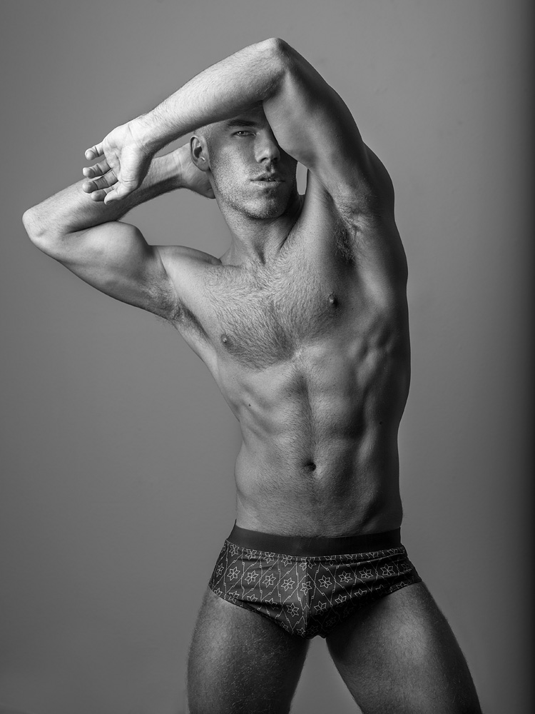 DW CHASE FOR FASHIONABLY MALE058