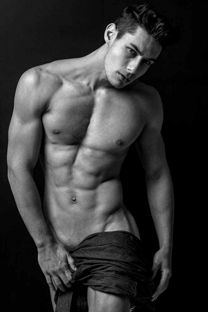 Everton Stedile is the new hot sensation, here's photographed by Murilo Pozzi