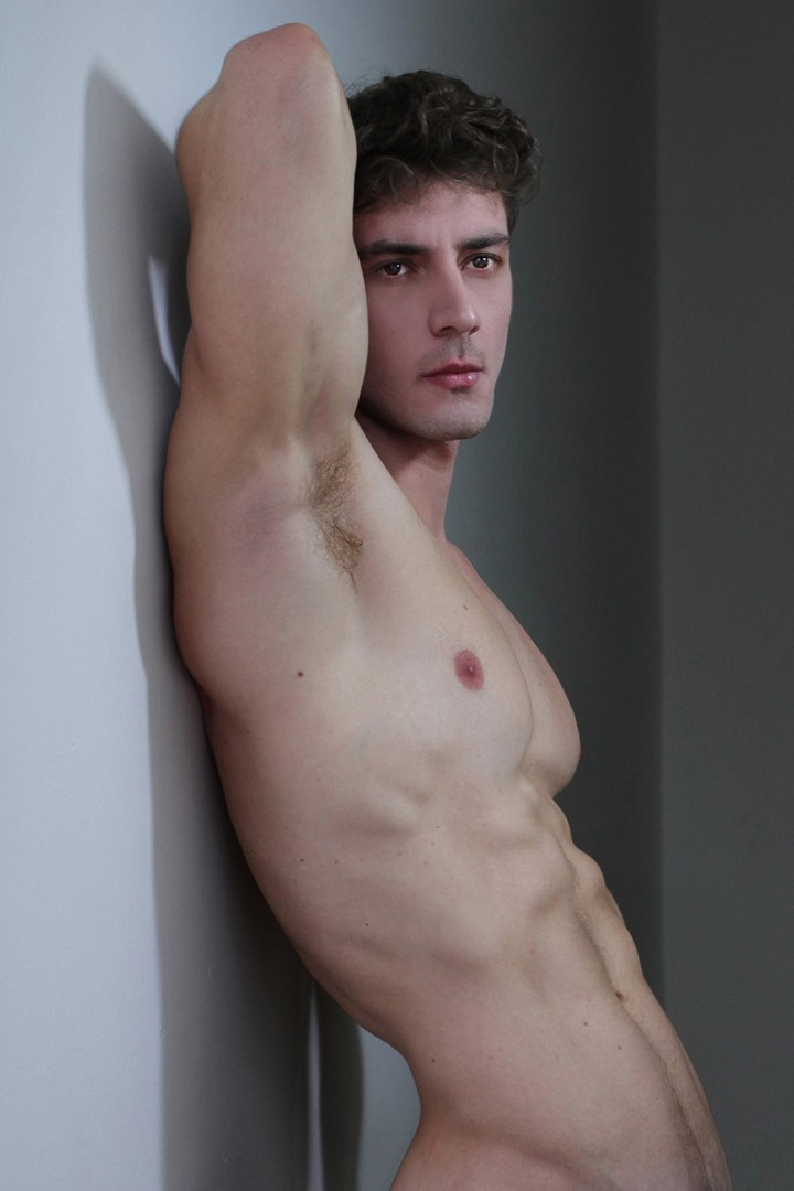 Meet the pretty face boy Bernardo Dutra by Gustavo Bresciano. Bernardo is with Bravo Models in Rio and Oxxygen Models in São Paulo. Beautiful clean skin, toned muscle body and we can go on and on.
