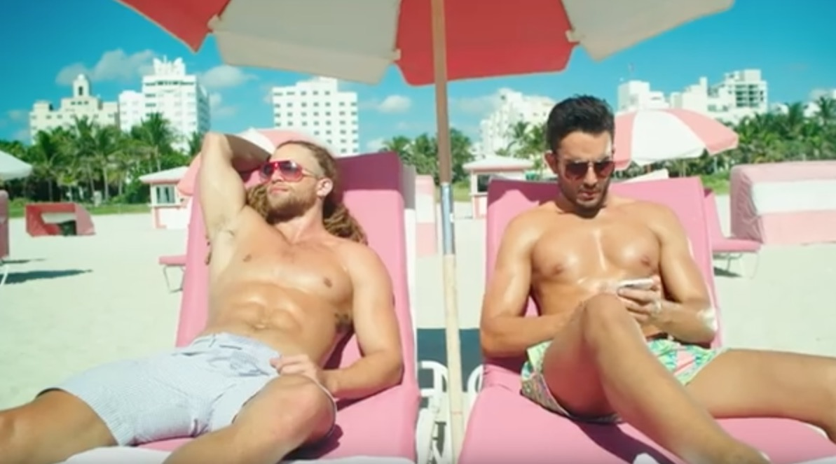 "Hey guys, find out who's in the new video of Ricky Martin ft. Maluma ""Vente Pa' Ca"", two grand male models we have posted before: Andre Costa and Alexander Masson."