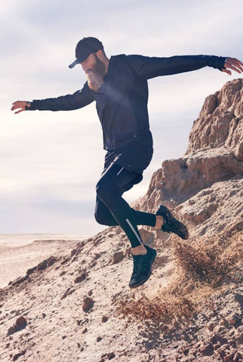 For all of you who have made New Year's resolutions involving getting in better shape, you'll of course want to cop some fresh workout gear so you can do so in style. Accordingly, H&M has made available new 2017 sportswear items for both men and women.