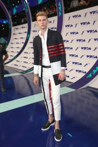 Machine Gun Kelly attends the 2017 MTV Video Music Awards at The Forum on August 27, 2017 in Inglewood, California.